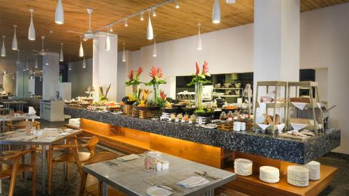 A restaurant or other place to eat at Maya Sanur Resort & Spa