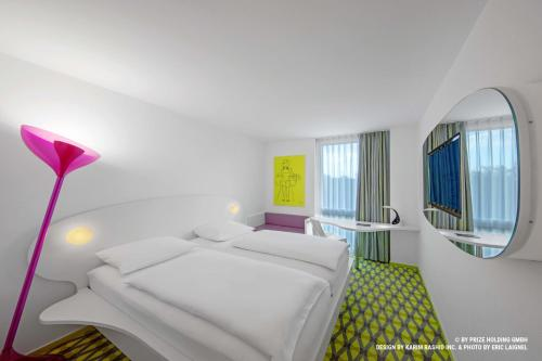 A bed or beds in a room at prizeotel Bremen-City