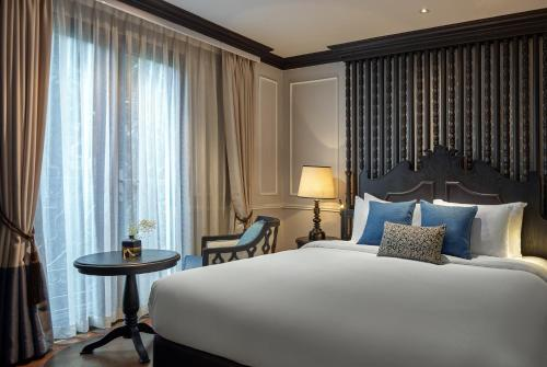 A bed or beds in a room at Aira Boutique Hanoi Hotel & Spa
