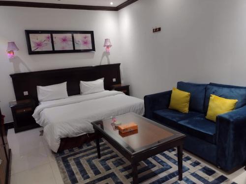 Cama ou camas em um quarto em Deyala Hotel Apartments 1