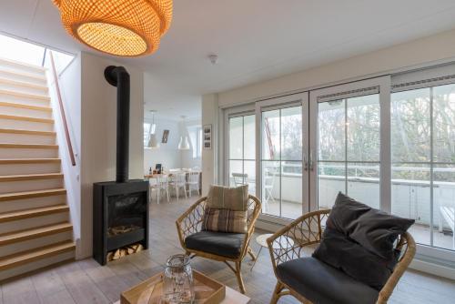 Een zitgedeelte bij Duinhof Dishoek Luxe appartementen