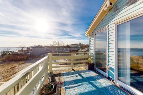 A balcony or terrace at Harbor-side Lofts