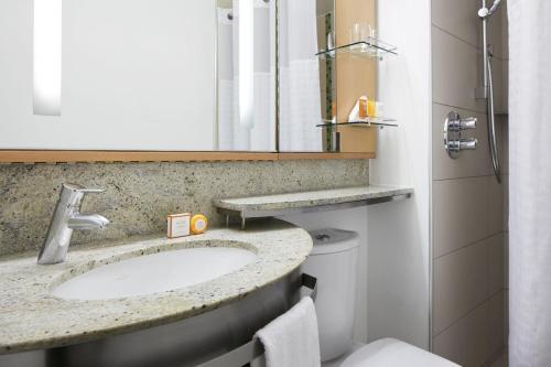A bathroom at Club Quarters Hotel, Lincoln's Inn Fields