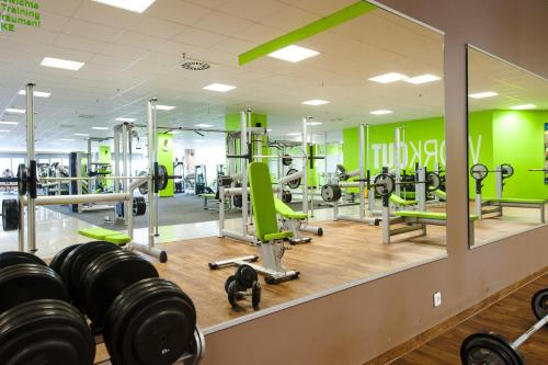 The fitness center and/or fitness facilities at Panorama Hotel Schweinfurt