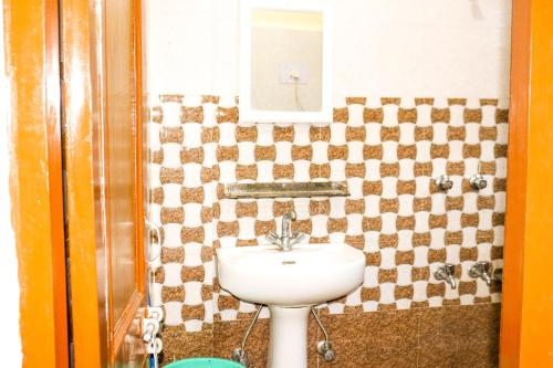 A bathroom at Kasol Hills Camps & Cottages