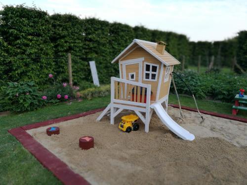 Ein Kinderspielbereich in der Unterkunft Meiers FeWo