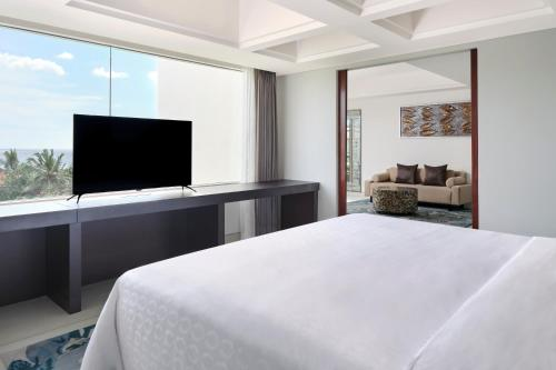 A bed or beds in a room at Sheraton Bali Kuta Resort
