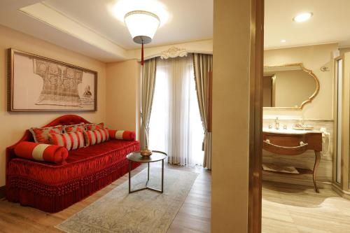 A seating area at Romance Istanbul Hotel Boutique Class