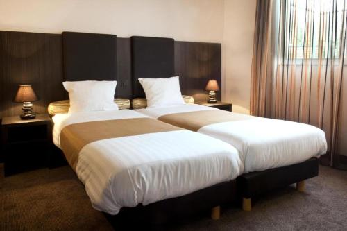 A bed or beds in a room at XRohn