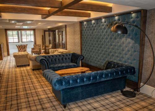 A seating area at Crowwood Hotel and Alba Restaurant