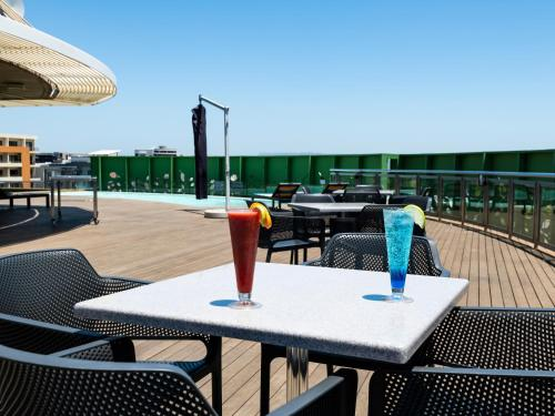 A restaurant or other place to eat at aha Gateway Hotel Umhlanga