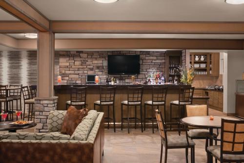The lounge or bar area at Hyatt House Minot- North Dakota