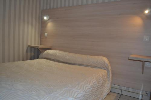 A bed or beds in a room at Hotel Concorde