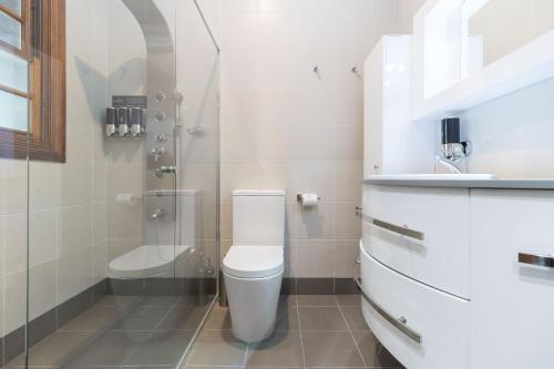 A bathroom at The Carrington Inn - Bungendore
