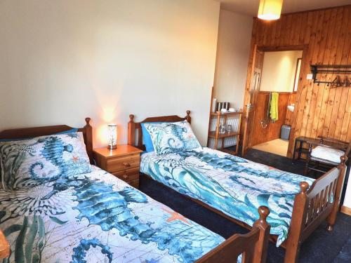 A bed or beds in a room at Windhaven Cafe, Camping and B&B