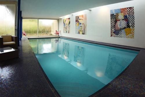 The swimming pool at or close to La Petite Bruyere De Renaix