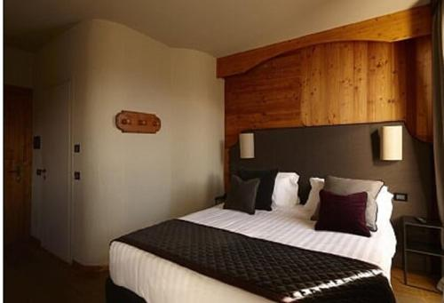 A bed or beds in a room at Chaberton Lodge & Spa