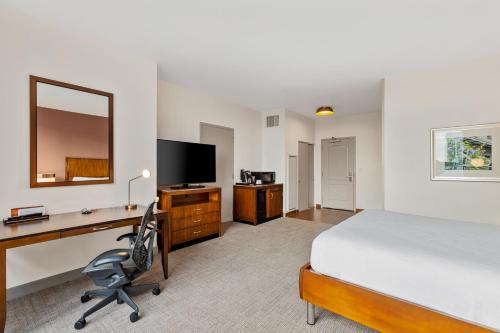 A television and/or entertainment center at Hilton Garden Inn New Orleans French Quarter/CBD