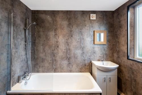 A bathroom at Golden Tulip