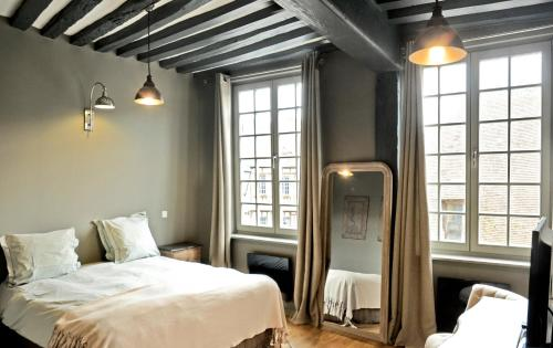 A bed or beds in a room at Hotel Du Grand Cerf & Spa