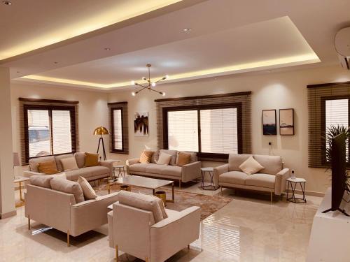 Luxury fully furnished villa ڤيلا مؤثثة