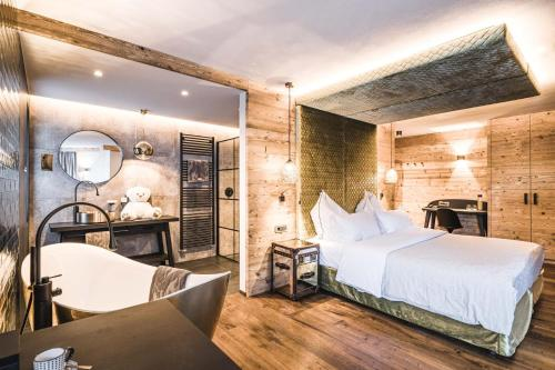 Cama o camas de una habitación en Alpin Garden Luxury Maison - Adults Only