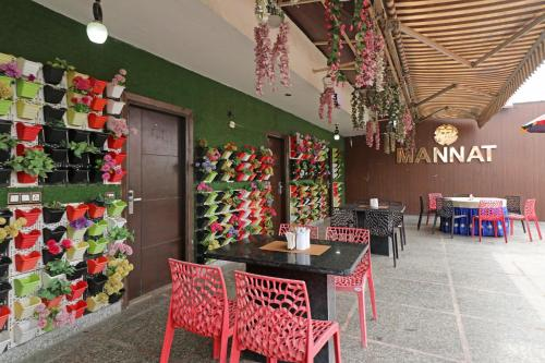 A restaurant or other place to eat at Hotel Mannat international by Mannat