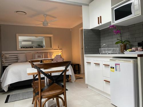 A kitchen or kitchenette at Paperbark Bed & Breakfast