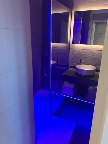 A bathroom at Best Western Plus La Fayette Hotel et SPA
