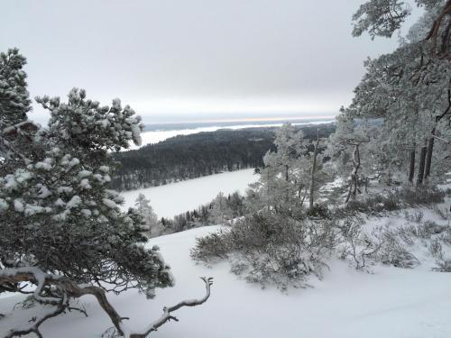 Edsleskogs Wärdshus during the winter