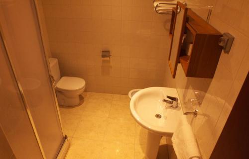 A bathroom at Hostal Orejas