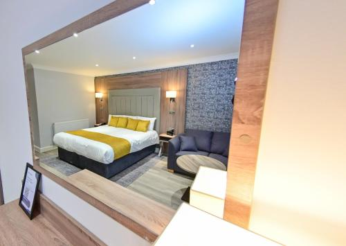 A bed or beds in a room at Best Western Heronston Hotel & Spa
