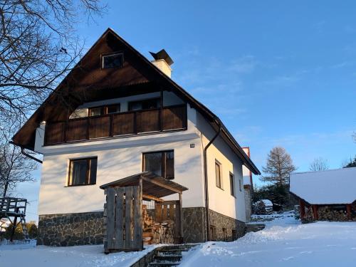 Chalupa Nad Lipou - Čičmany, turistika, sauna, krb during the winter