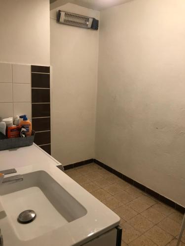 A bathroom at T1 chartreux
