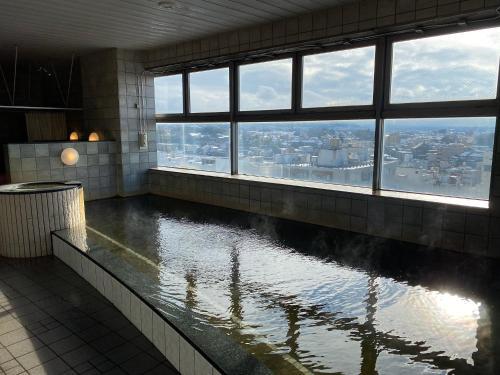 The swimming pool at or close to APA Hotel Kanazawa Chuo
