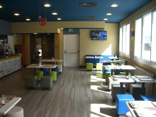 A restaurant or other place to eat at Ibis Budget Graz City