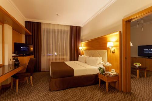 Кровать или кровати в номере Отель Милан