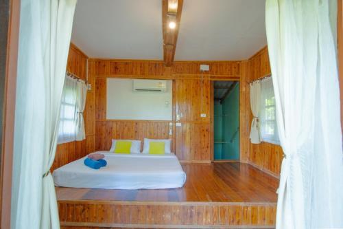 Ein Badezimmer in der Unterkunft Ko Kut Ao Phrao Beach Resort