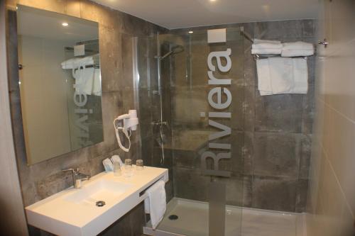 Een badkamer bij Hotel Riviera