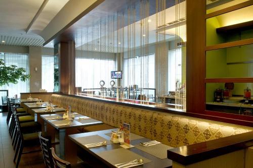 The lounge or bar area at Grand Zuri Cikarang Jababeka