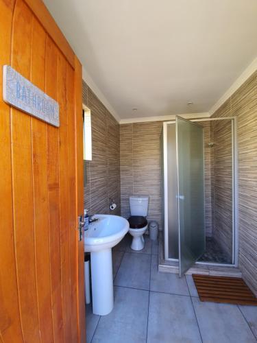 A bathroom at Lebo's Soweto Backpackers