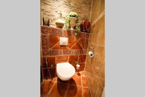 A bathroom at Grand appartement pour 4 personnes/ Cours Lieutaud