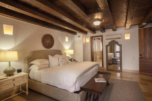 A bed or beds in a room at Hotel Casa San Agustin