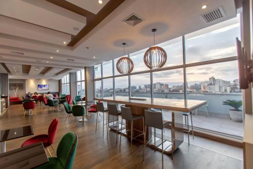 A restaurant or other place to eat at Hampton By Hilton Lima San Isidro