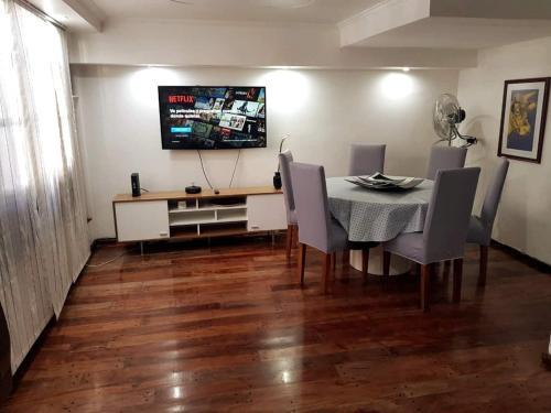 A television and/or entertainment center at Apartamento Tipo Casa