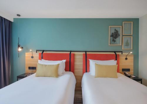 A bed or beds in a room at Campanile Shanghai Bund Hotel