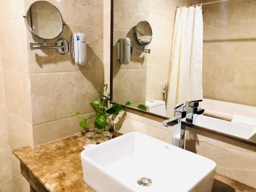 A bathroom at Muong Thanh Quy Nhon Hotel