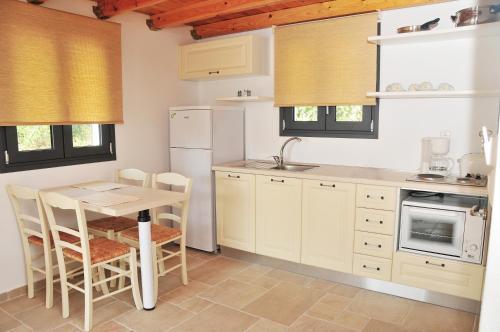Cucina o angolo cottura di Kleopatra Villas - Seaside Suites