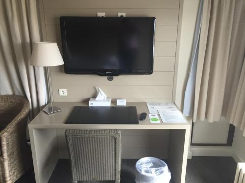 A television and/or entertainment center at Hotel Atlas