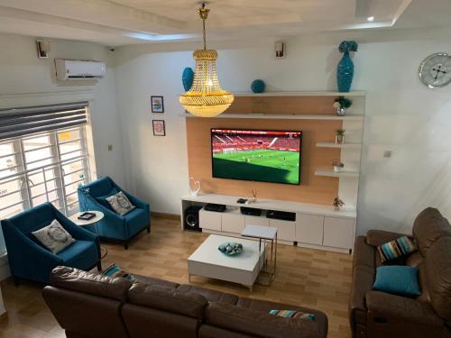 LRbnb Tastefully Furnished 4 Bedroom Duplex (Lekki)